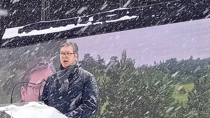 Vučić o zahtevima frilensera: Možete da rušite institucije i sajtove ali porez ima da se plati 3