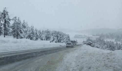 Putevi prohodni, sneg do pet centimetara na putevima u Ivanjici, Užicu, Novom Pazaru, Zaječaru 5