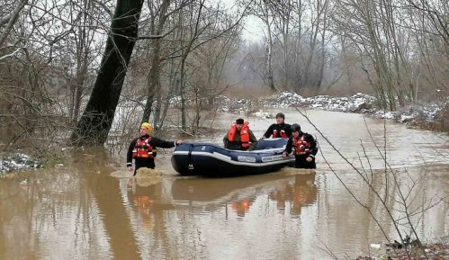 MUP evakuisao 85 osoba iz poplavljenih objekata (FOTO) 6