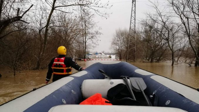 Zbog poplava vanredna situacija u 12 mesta, situacija se normalizuje 3