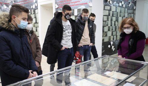 Autonomija: Nacistički krst na izložbi o žrtvama fašističke Racije u Arhivu Vojvodine 15
