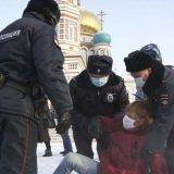 U Moskvi privedeno dvoje saradnika Navaljnog 10