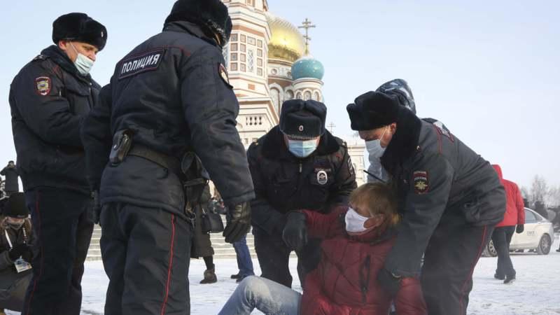 U Moskvi privedeno dvoje saradnika Navaljnog 1