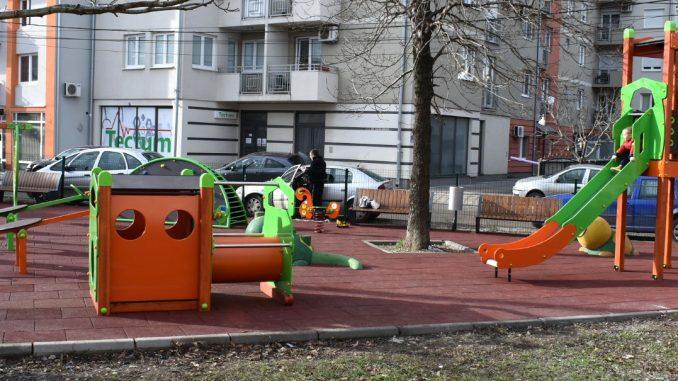 Požarevac: Dečje igralište u Knićaninovoj vredno šest miliona dinara 11