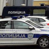 Kosovska policija kontroliše vozila koja ulaze u krug KBC Kosovska Mitrovica 8