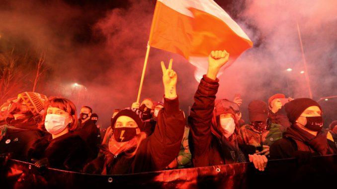 Na protestima Poljakinja zbog zabrane abortusa uhapšeno šestoro, dva policajca u bolnici 3