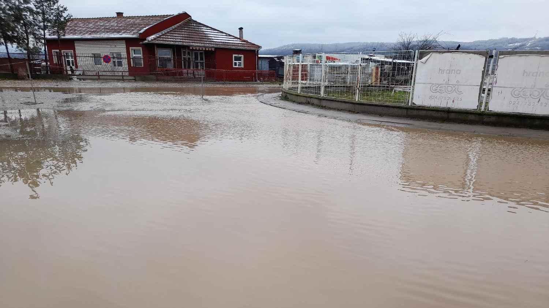 Vanredna situacija u više opština na jugu, evakuisane 34 osobe iz poplavljenih područja (FOTO) 5