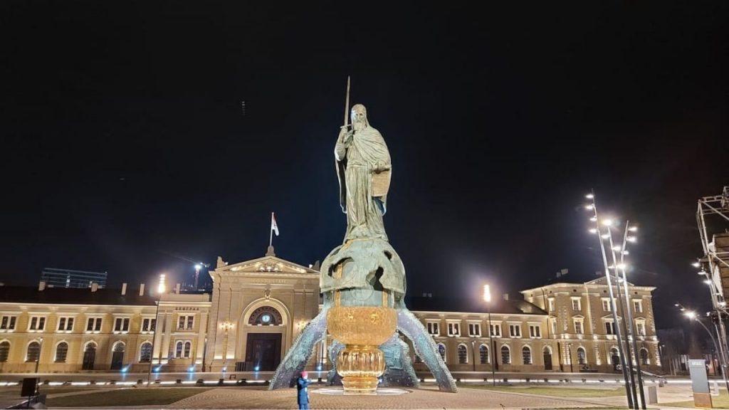 Otkriven spomenik Stefanu Nemanji uz kršenje epidemioloških mera (FOTO, VIDEO) 9
