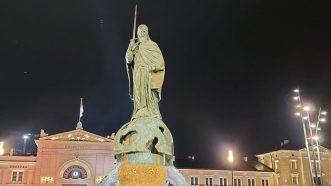 Otkriven spomenik Stefanu Nemanji uz kršenje epidemioloških mera (FOTO, VIDEO) 7