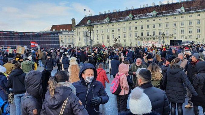 Demonstracije protiv restriktivnih mera u Beču 3