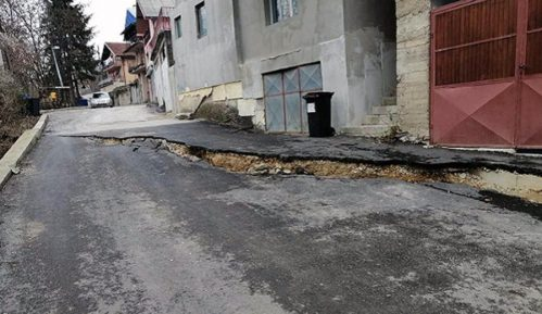 Klizište oštetilo električni kabl, bez struje potrošači u delu Užica 15
