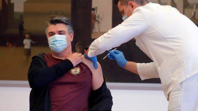 Predsednik Hrvatske i ministri javno se vakcinisali protiv korona virusa 1