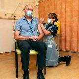 Britanija počela vakcinisanje vakcinama AstraZeneke i Univerziteta Oksford 11