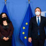 "EU uklonila reč ""republika"" iz tvita o sastanku kosovske predsednice sa Varheljijem 11"
