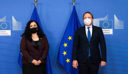 "EU uklonila reč ""republika"" iz tvita o sastanku kosovske predsednice sa Varheljijem 12"