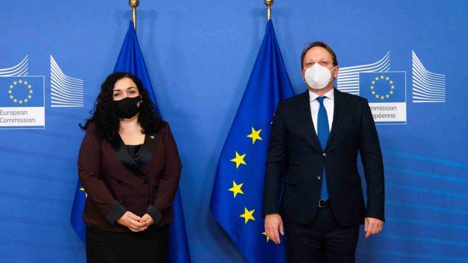 "EU uklonila reč ""republika"" iz tvita o sastanku kosovske predsednice sa Varheljijem 1"