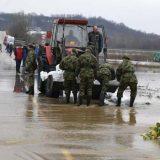 Vojska pomaže stanovništvu u poplavljenim opštinama 12