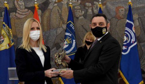 Vulin uručio nagrade najhrabrijim policajcima (FOTO) 9