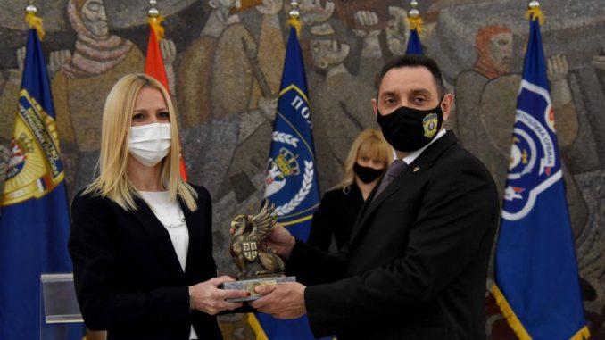 Vulin uručio nagrade najhrabrijim policajcima (FOTO) 3