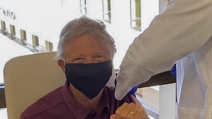 Bil Gejts primio vakcinu protiv korona virusa 5