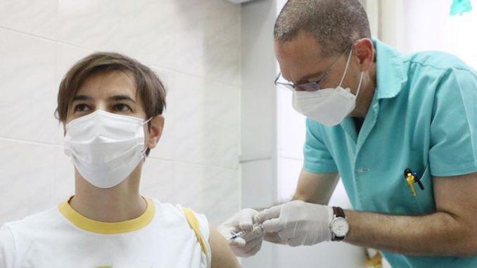Brnabić primila drugu dozu vakcine, pozvala građane da učine isto 5