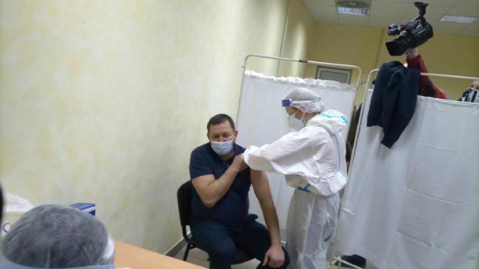 Masovna vakcinacija na šest punktova na zatvorenom bazenu u Pirotu 1