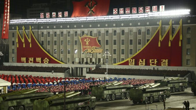 Vojna parada za kraj kongresa Radničke partije Severne Koreje (FOTO) 3