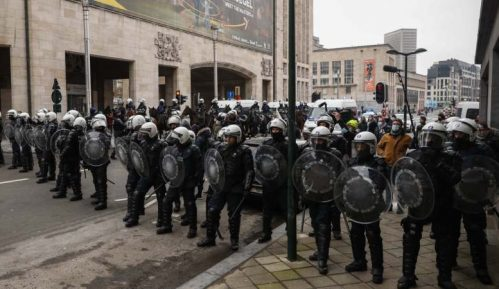 Briselska policija uhapsila 300 demonstranata protiv oštrih mera 8
