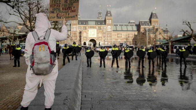 Policijski čas u Holandiji ostaje uprkos protestima 3