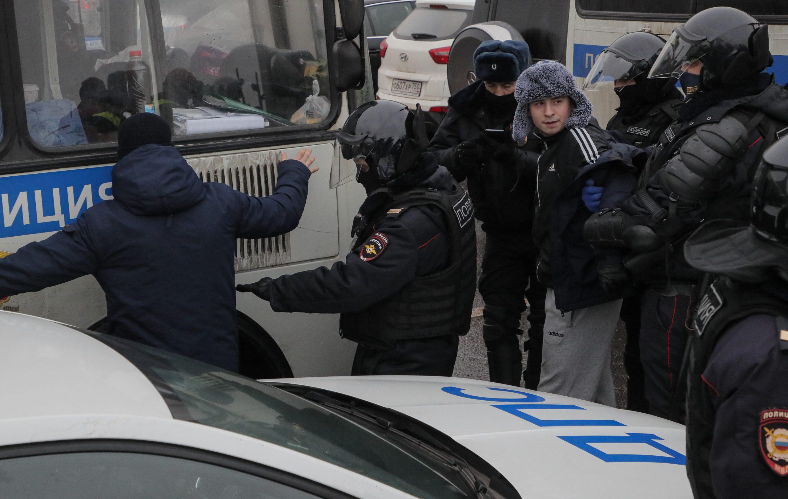 Ruska policija uhapsila više od 2.600 demonstranata koji traže oslobađanje Navaljnog (FOTO) 1