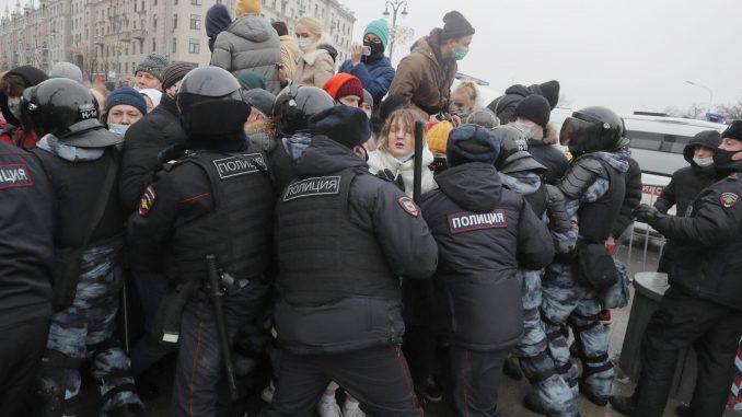 Više od 3.300 uhapšenih na protestima u 110 gradova Rusije 1
