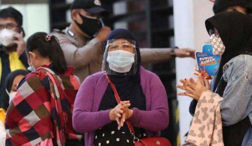 Izgubljen kontakt s putničkim avionom u Indoneziji, u moru pronađeni delovi i odeća 6