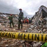 U zemljotresu u Indoneziji poginulo najmanje 78 osoba 15