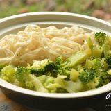 Vege recept: Pirinčani rezanci sa brokolijem 5