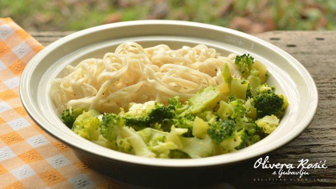 Vege recept: Pirinčani rezanci sa brokolijem 1
