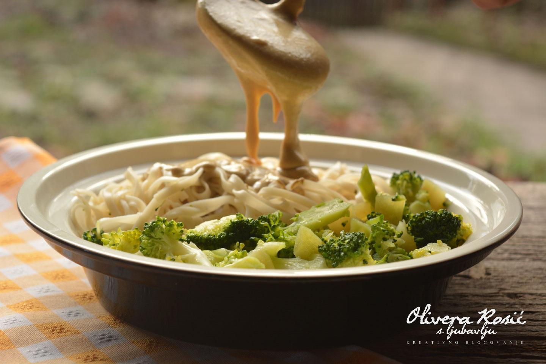 Vege recept: Pirinčani rezanci sa brokolijem 2
