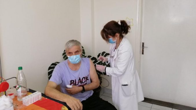 U Kladovu do danas vakcinisano 965, u Majdanpeku 650, a u Negotinu 968 građana 1