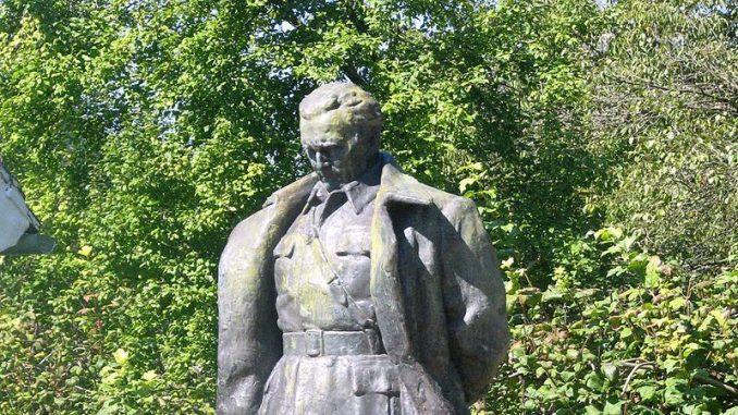 Spomenici i draži mekog totalitarizma 1