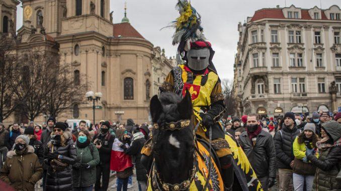 Više od 2.000 Čeha protestuje u Pragu protiv sanitarnih mera 4