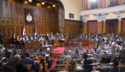 """Poslanici Skupštine aplauzom pozdravili režisera filma """"Dara iz Jasenovca"""" 4"""