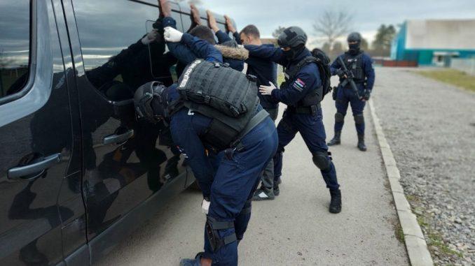 Policija neprimereno koristi silu prema migrantima 1