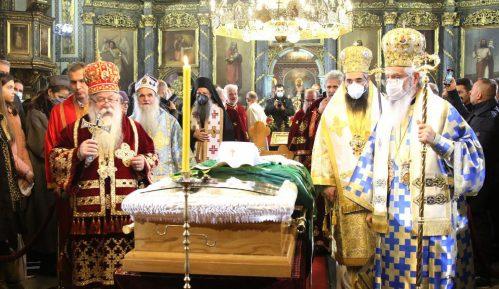 I Vučić i Selaković lobiraju za tron Svetog Save 8