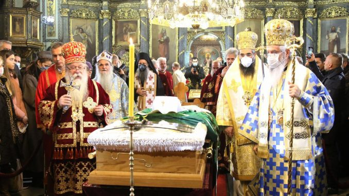 I Vučić i Selaković lobiraju za tron Svetog Save 3