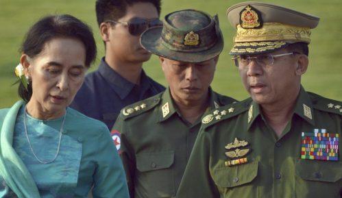 Mjanmar blokirao Fejsbuk zbog objava poziva o građanskoj neposlušnosti 9