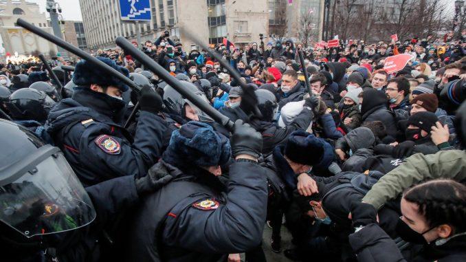 Rusija, Navaljni i protesti: Protesti u Rusiji nakon što je opozicioni lider osuđen na dve godine i osam meseci zatvora 5