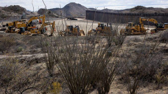 Amerika, migranti i Bajden: Nema više izgradnje Trampovog zida na granici sa Meksikom 5