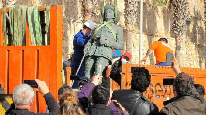 Španija i diktatura: Uklonjena poslednja statua fašističkog vođe Franka 3