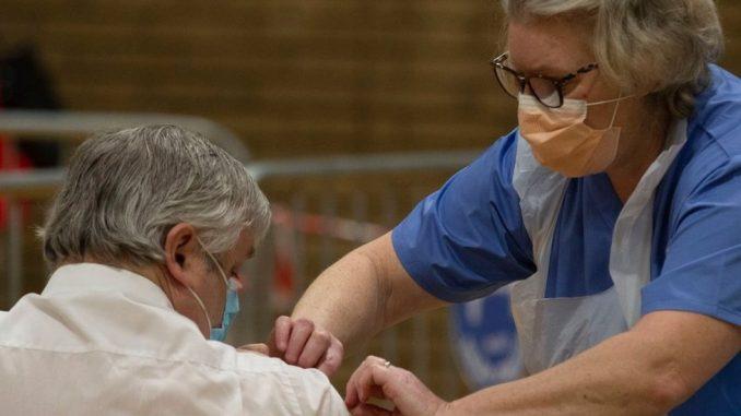 Korona virus: Ne smanjuje se broj zaraženih u Srbiji, Gana prva na svetu dobila vakcine Kovaks programa 5