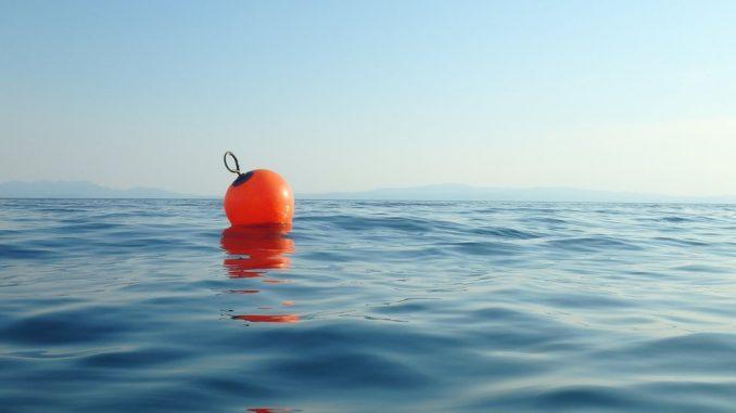 """Pacifik i preživljavanje: Čovek preživeo 14 sati u okeanu """"držeći se za otpad u vodi"""" 5"""