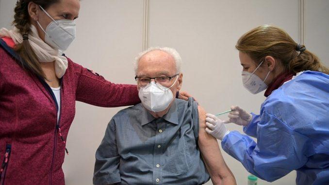 Korona virus: Stiže nove doze u Srbiju, imonulog od Merkel traži da primi Oksfordsku vakcinu 4